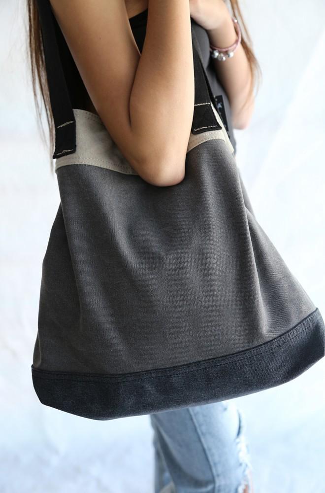 cats out the bag shoulder bag